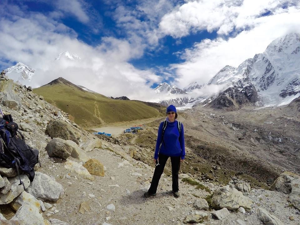 Tessa approaches the last 5km before Everest base camp