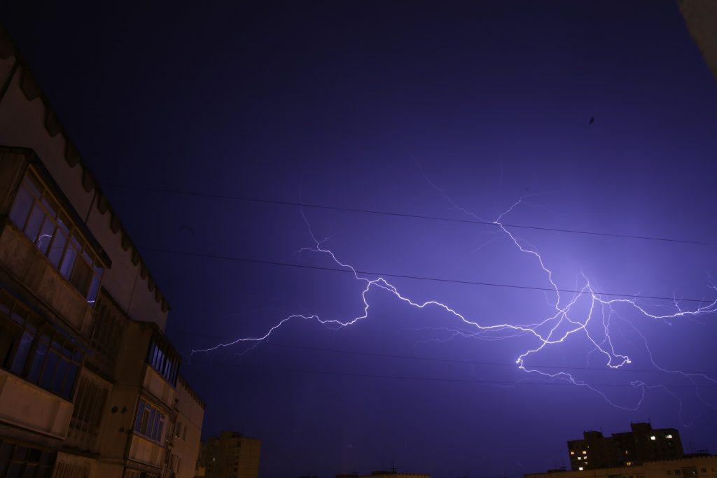 lightning-2102435_1920